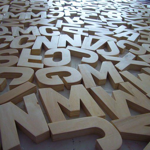 letras de madera maciza natural