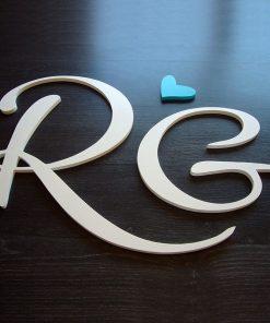 iniciales de madera color blanco