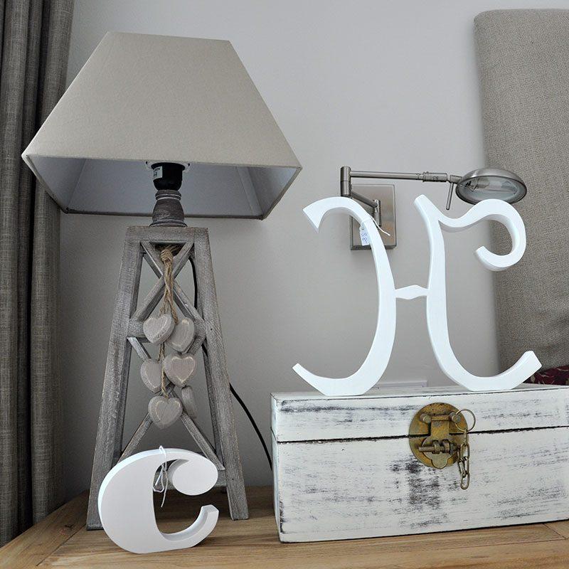 letras de madera color blanco