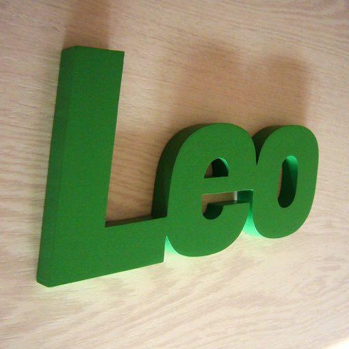 nombre leo de madera verde