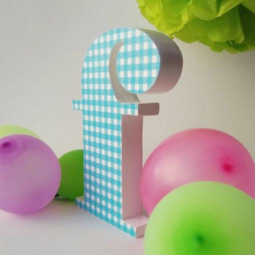 letra f decorada con cuadritos