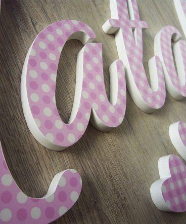nombre decorado con lunares rosas