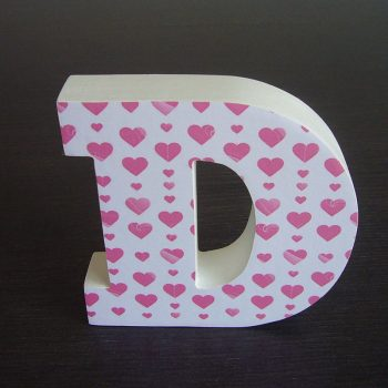 d-blanca-con-corazones