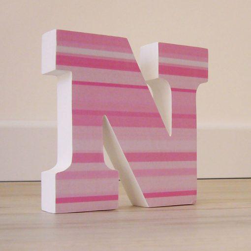 n-madera-con-rayas-rosas