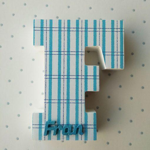 letra f blanca con cuadritos