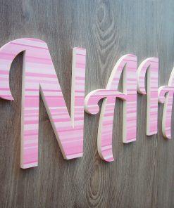 nombre de niña decorado con rayas rosas