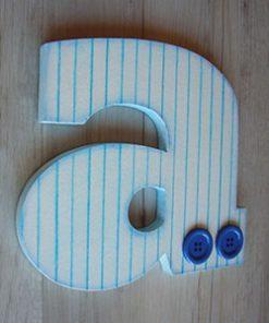 letra a de madera en blanco