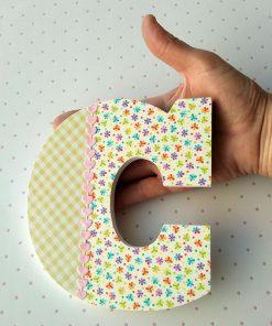 letra c con cuadritos y flores