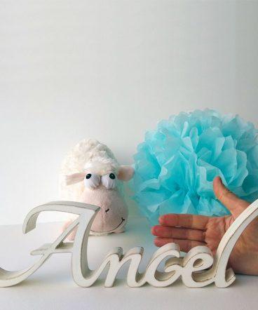 angel nombre decorado en blanco