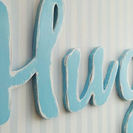 nombre decorado con celeste sobre blanco