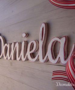 daniela-pared-blanco-rojo