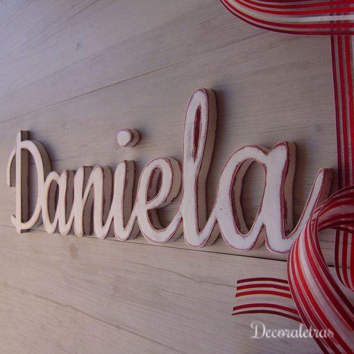 daniela-pared-blanco-rojo