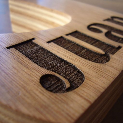 letraa j madera maciza con nombre juan