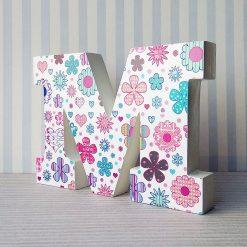 letra m decoración floral