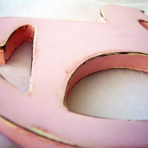 caballito en mdf pintado en rosa envejecido