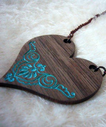 corazones de nogal para collar con grabado