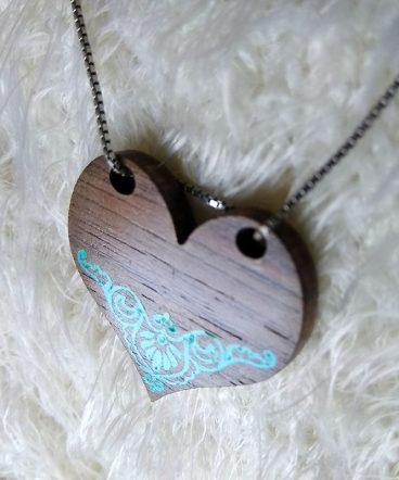 corazones de madera de nogal