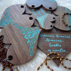 corazones de nogal para bisuteria