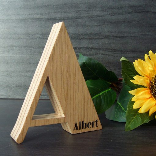letra a de madera con albert