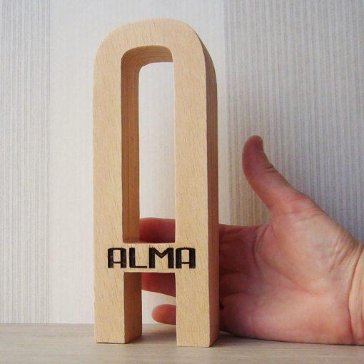 Letra A personalizada con el nombre de Alma