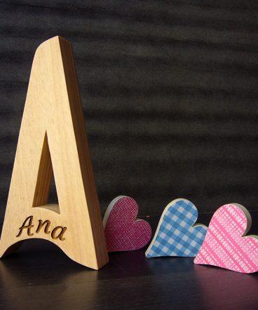 letra a con el nombre de ana grabado