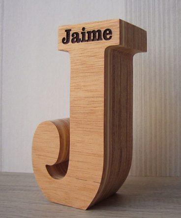 j de madera personalizada con jaime