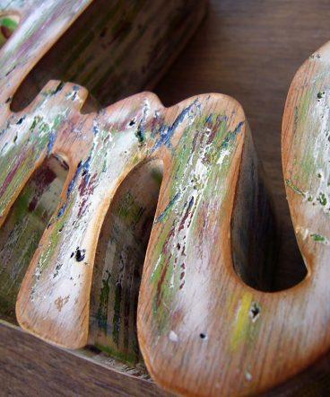 palabra amor de madera decorada