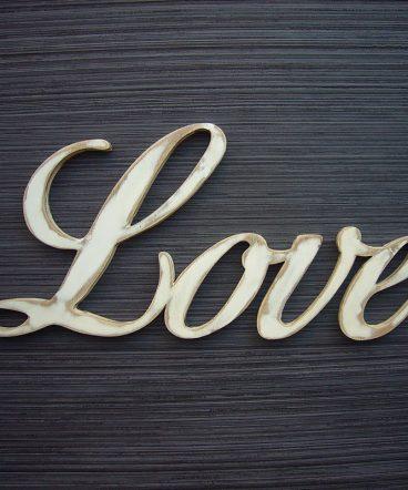 love blanco desgastado