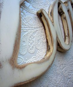 love blanco en madera