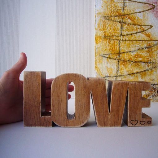 love de madera maciza con tres corazoncitos