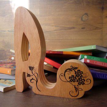 letra-a-madera-grabada