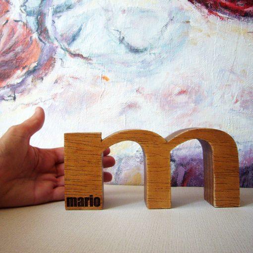 M de Mario grada hecha en madera