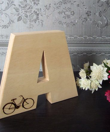 Letra A grabda con bici y hecha en madera