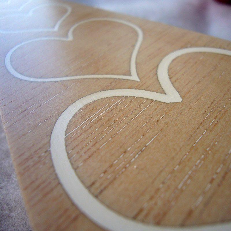 arbol de navidad decorado con corazones