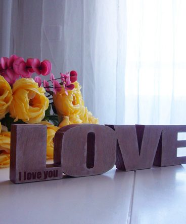 love de madera decorado y personalizado