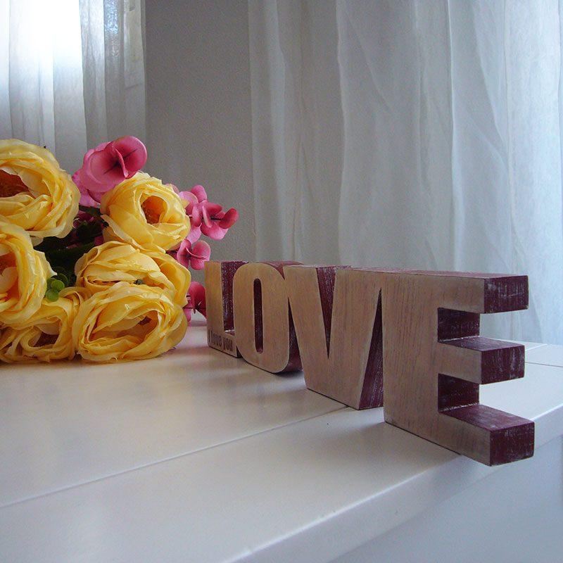 love decorado con burdeos y blanco cera