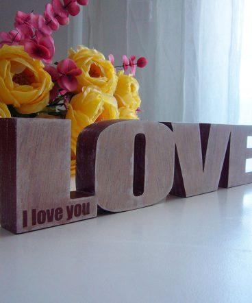 Love de madera maciza decorada