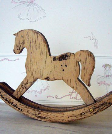 caballito infantil de madera decorativo