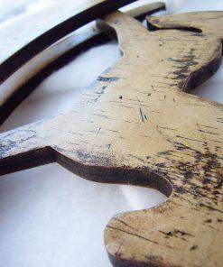 detalle de caballito balancin maderadecorativo