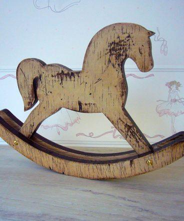 caballito balancin de madera decorativo