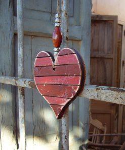 corazones vintageen madera en tonos rojos y envejecido