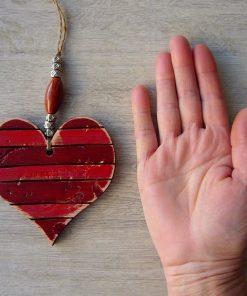 corazones vintage de madera rojo envejecido
