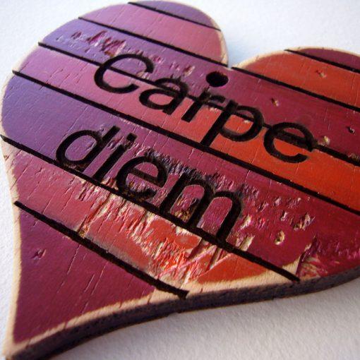 corazones vintage de madera personalizables en rojos