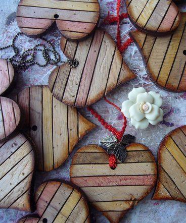 corazones envejecidos de madera al natural envejecida