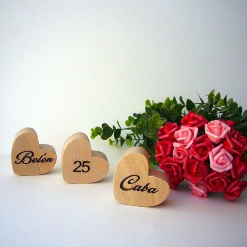 corazones de madera con personalización