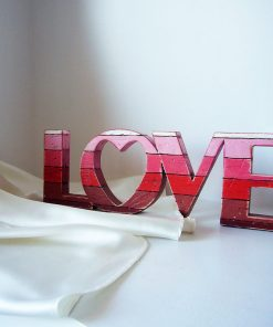love rojo de madera