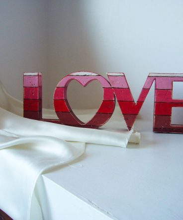 love rojo madera reciclada