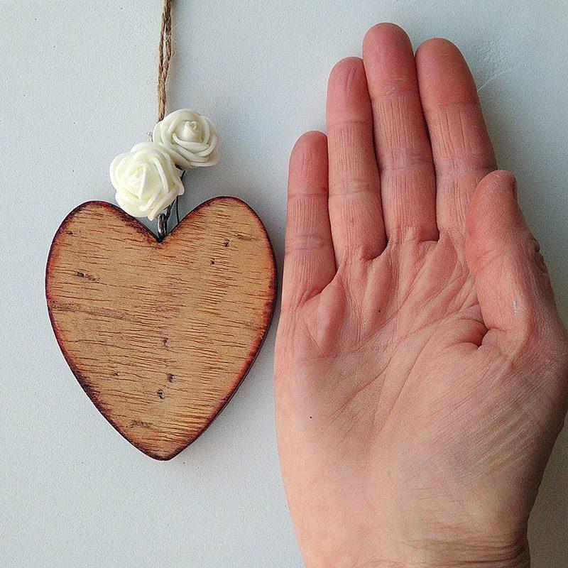 corazones de madera pequeños