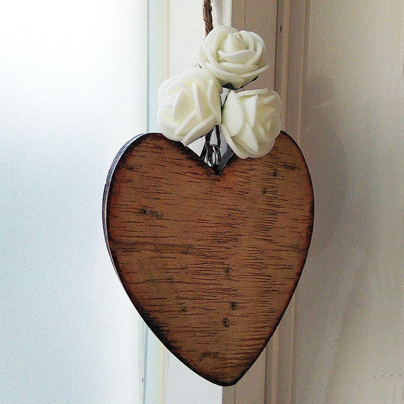 corazones de madera vintage