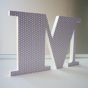 letra-m-lunaritos-blancos-sobre-gris Galería 7